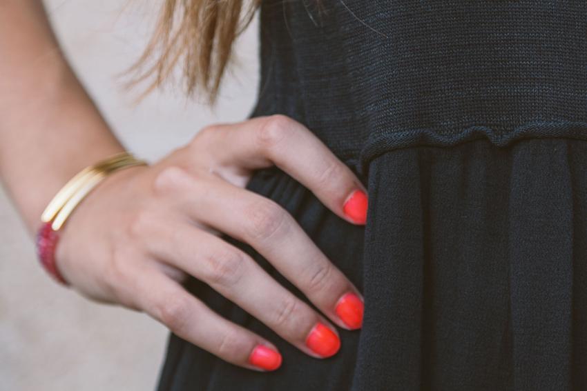 https://cf.ltkcdn.net/skincare/images/slide/228311-850x567-Fluorescent-Neon-Orange-Nails.jpg