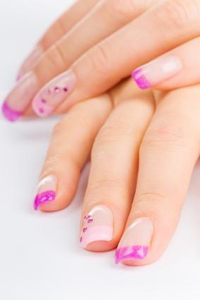 https://cf.ltkcdn.net/skincare/images/slide/127510-283x424-Pink-nail-fashions.jpg
