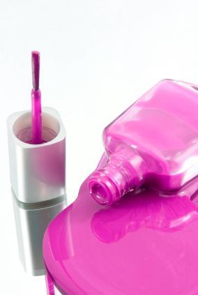 https://cf.ltkcdn.net/skincare/images/slide/127532-284x423-Hot-pink-nail-polish.jpg