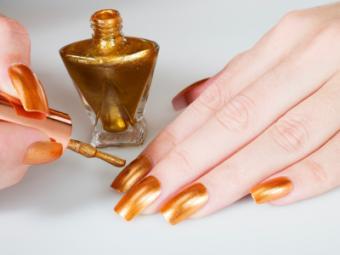 https://cf.ltkcdn.net/skincare/images/slide/127534-400x300-Gold-nail-polish.jpg