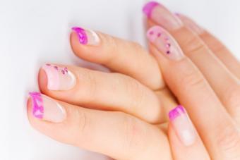 https://cf.ltkcdn.net/skincare/images/slide/145567-848x566r1-simple-nails-pink-french.jpg