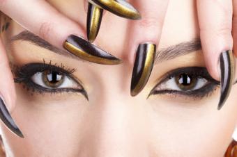https://cf.ltkcdn.net/skincare/images/slide/145572-849x565r1-gold-nail-metallic.jpg