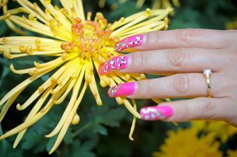 https://cf.ltkcdn.net/skincare/images/slide/145583-849x565r1-long-nail-pink.jpg