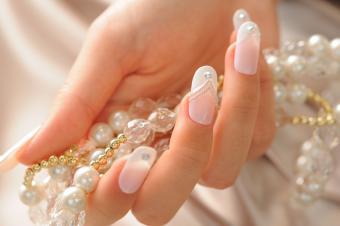 https://cf.ltkcdn.net/skincare/images/slide/145588-850x565-nail-art-wedding.jpg