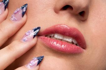 https://cf.ltkcdn.net/skincare/images/slide/145593-850x563r1-nail-art-blue-3d.jpg