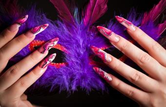 https://cf.ltkcdn.net/skincare/images/slide/145595-850x548r1-nail-art-mardi-gras.jpg
