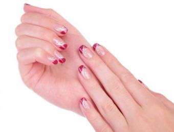 https://cf.ltkcdn.net/skincare/images/slide/153277-600x457-Short-and-sassy-French-manicure.jpg