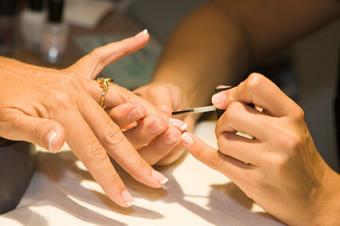 French Manicure in a Salon