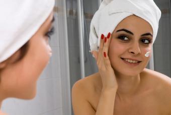 https://cf.ltkcdn.net/skincare/images/slide/175452-700x469-Woman-looking-in-the-mirror-IS-new.jpg