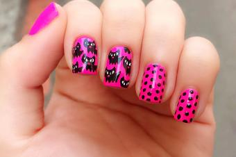 https://cf.ltkcdn.net/skincare/images/slide/177981-850x565-beautemaniere-neon-pink-black-cat-nail-art.jpg