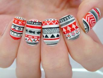 https://cf.ltkcdn.net/skincare/images/slide/178415-850x643-Marge-red-gray-tribal-christmas-nails.jpg