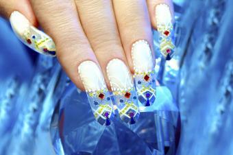 https://cf.ltkcdn.net/skincare/images/slide/182953-800x531-winter-jeweled-nails.jpg