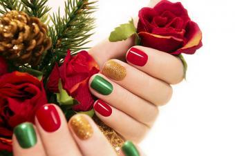 https://cf.ltkcdn.net/skincare/images/slide/182954-800x531-christmas-colors-nails.jpg