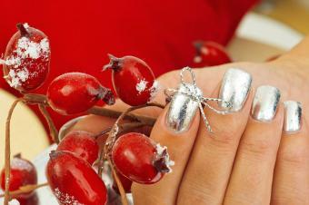 https://cf.ltkcdn.net/skincare/images/slide/182959-800x531-silver-nails.jpg