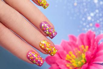 https://cf.ltkcdn.net/skincare/images/slide/184312-800x533-colorful-dots-nail-design.jpg