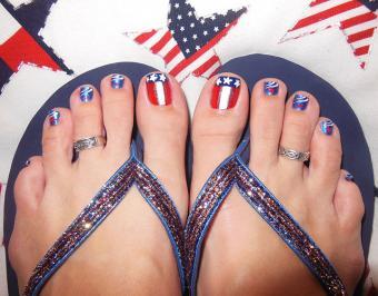 https://cf.ltkcdn.net/skincare/images/slide/186627-720x564-patriotic-toe-nail-art.jpg