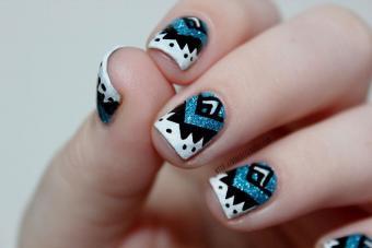 https://cf.ltkcdn.net/skincare/images/slide/189053-850x567-violettedoree-tribal-nail-art.jpg