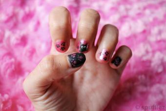 https://cf.ltkcdn.net/skincare/images/slide/191744-850x569-kitty-paw-print-nail-art.jpg