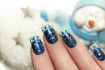 https://cf.ltkcdn.net/skincare/images/slide/191882-850x567-winter-blue-nails.jpg