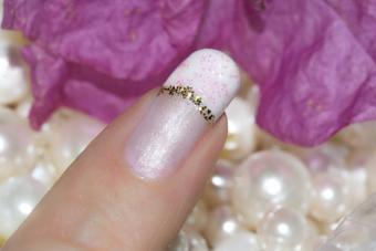 https://cf.ltkcdn.net/skincare/images/slide/214091-704x469-Spring-nail-design.jpg