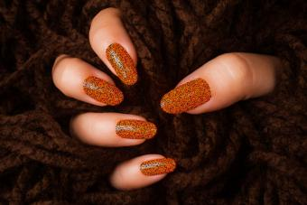 https://cf.ltkcdn.net/skincare/images/slide/228112-724x483-Orange-Glitter.jpg