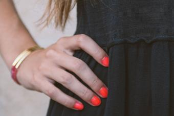 https://cf.ltkcdn.net/skincare/images/slide/228311-850x567-Fluorescent-Neon-Orange-Nails.jpg