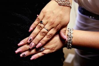 https://cf.ltkcdn.net/skincare/images/slide/233369-850x567-pink-nail-embellishments.jpg