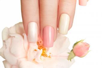 https://cf.ltkcdn.net/skincare/images/slide/233370-850x567-alternating-blush-nails.jpg