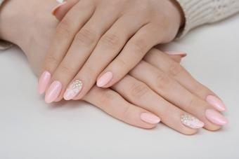 https://cf.ltkcdn.net/skincare/images/slide/233375-850x567-blush-nail-stencil-decoration.jpg