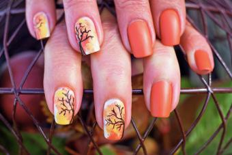 https://cf.ltkcdn.net/skincare/images/slide/281042-850x566-fall-nail-ideas-orange.jpg