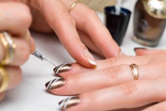 https://cf.ltkcdn.net/skincare/images/slide/281045-850x566-fall-nail-ideas-striped.jpg