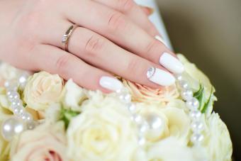 https://cf.ltkcdn.net/skincare/images/slide/281051-850x566-fall-nail-ideas-bride.jpg