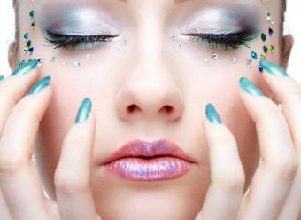 https://cf.ltkcdn.net/skincare/images/slide/47347-781x569-nail-colors4.jpg