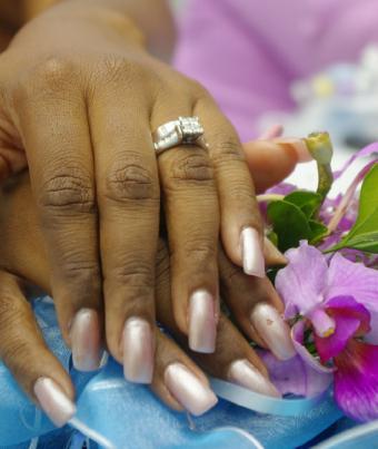 https://cf.ltkcdn.net/skincare/images/slide/47550-567x672-wedding_nails7.jpg