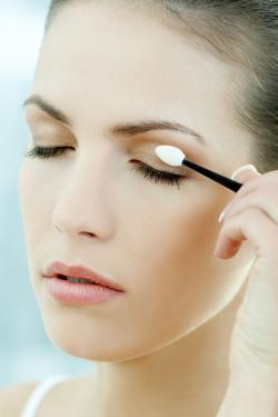 Beauty routine on eyes