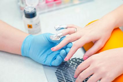 removing acrylic nails