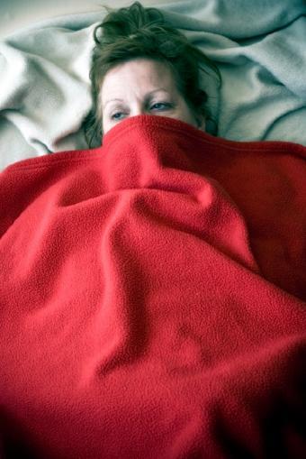 https://cf.ltkcdn.net/sleep/images/slide/124555-521x780-womanunderblanket.jpg