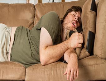https://cf.ltkcdn.net/sleep/images/slide/198286-668x510-Overweight-man-snoring.jpg