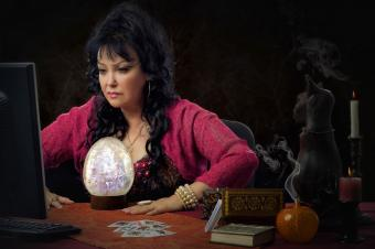 Psychic works online using crystal