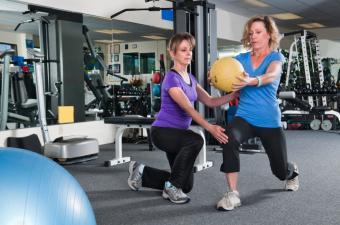 https://cf.ltkcdn.net/stress/images/slide/168042-600x398-personal-trainer-at-work.jpg
