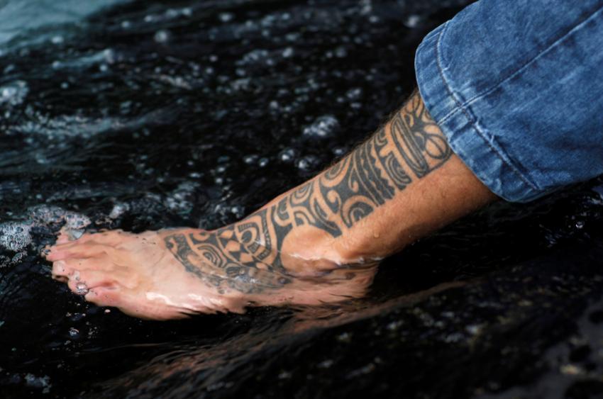 https://cf.ltkcdn.net/tattoos/images/slide/144814-850x563r1-traditional-leg-tattoo.jpg