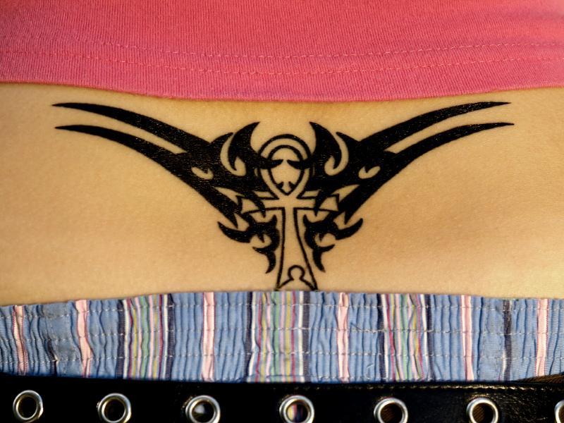 https://cf.ltkcdn.net/tattoos/images/slide/155406-800x600r1-ankh.jpg