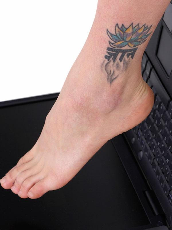 https://cf.ltkcdn.net/tattoos/images/slide/183732-600x800-lotus-ankle-tattoo.jpg