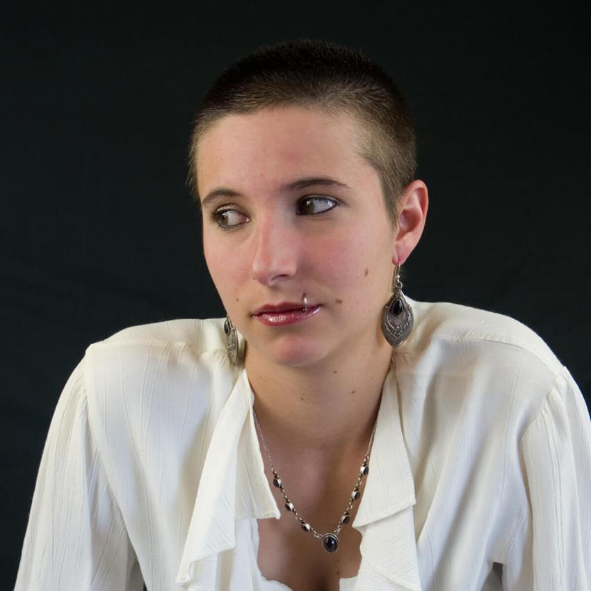 https://cf.ltkcdn.net/tattoos/images/slide/235006-850x850-3-madonna-piercing.jpg