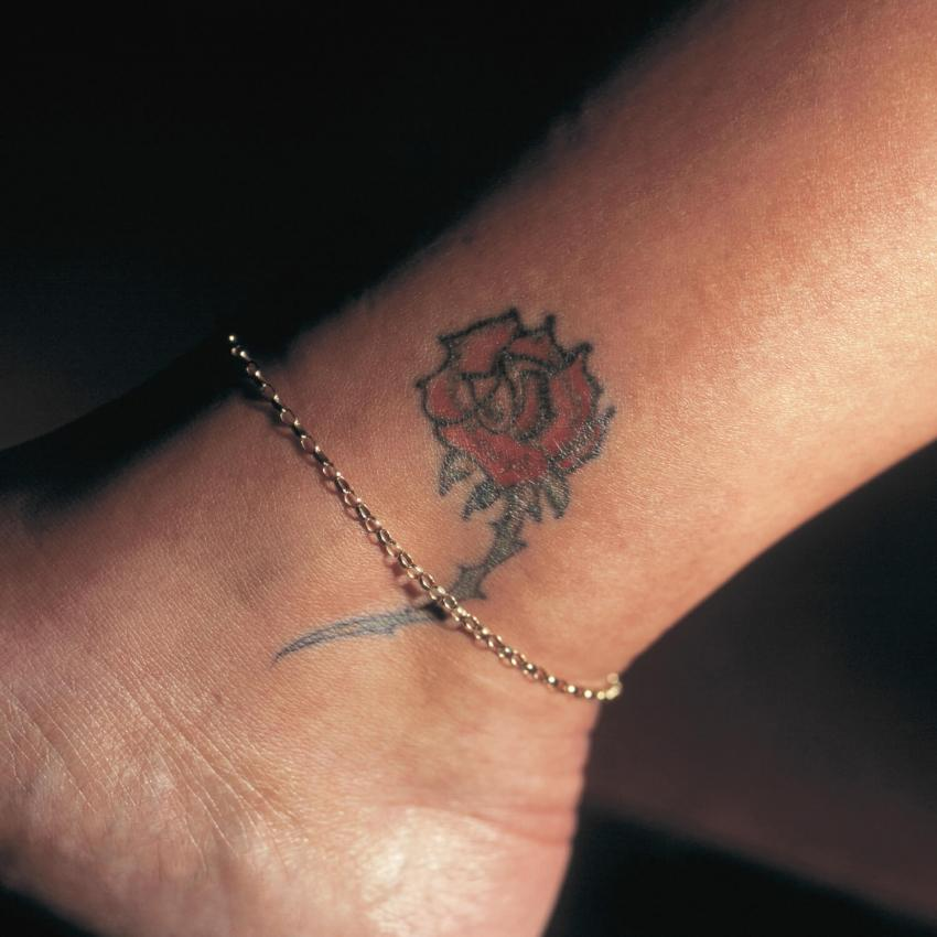 https://cf.ltkcdn.net/tattoos/images/slide/248175-850x850-sweet-yet-seductive.jpg