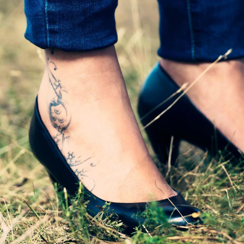 https://cf.ltkcdn.net/tattoos/images/slide/248179-850x850-cute-fun-ankle-tats.jpg