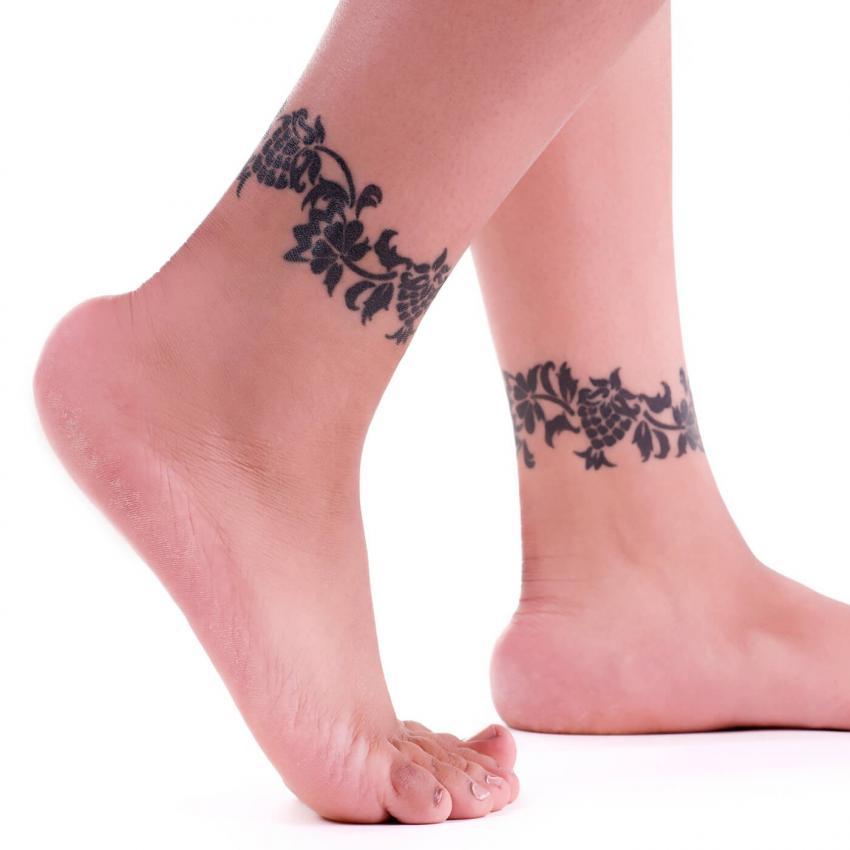 https://cf.ltkcdn.net/tattoos/images/slide/248180-850x850-1-female-ankle-tattoos.jpg