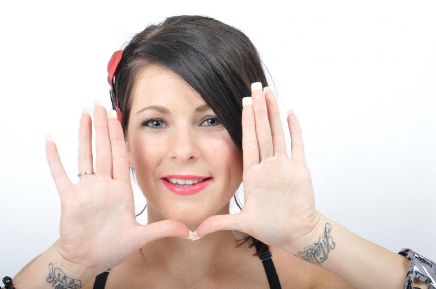 https://cf.ltkcdn.net/tattoos/images/slide/25727-850x563r1-girly-bracelet-tattoos.jpg