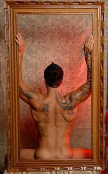 https://cf.ltkcdn.net/tattoos/images/slide/10558-222x357-framed-tat.jpg