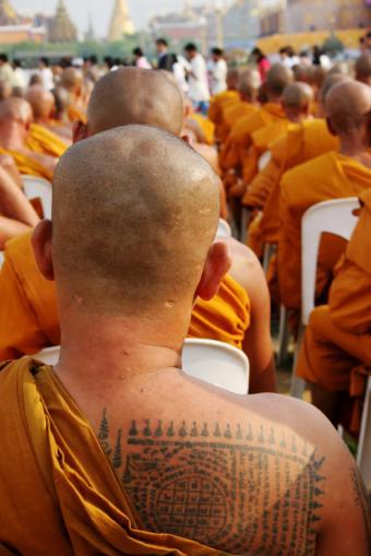 https://cf.ltkcdn.net/tattoos/images/slide/10632-566x848-Buddhist-monk.jpg